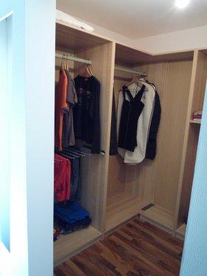 Le dressing ikea enfin ici on aper ois un tiers de l 39 ensemble notre - Ikea creer son dressing ...